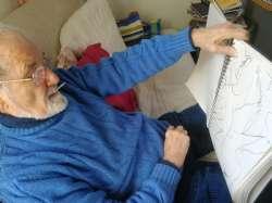Bruno al lavoro nella sua casa a Sasso Marconi