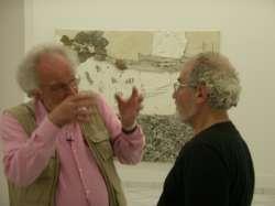 Bruno Pinto con Pietro Bellasi, allestimento mostra Mazzotta